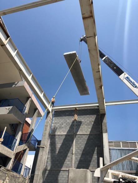 Construcción de una losa con Placa Alveolar en una escuela en Monterrey